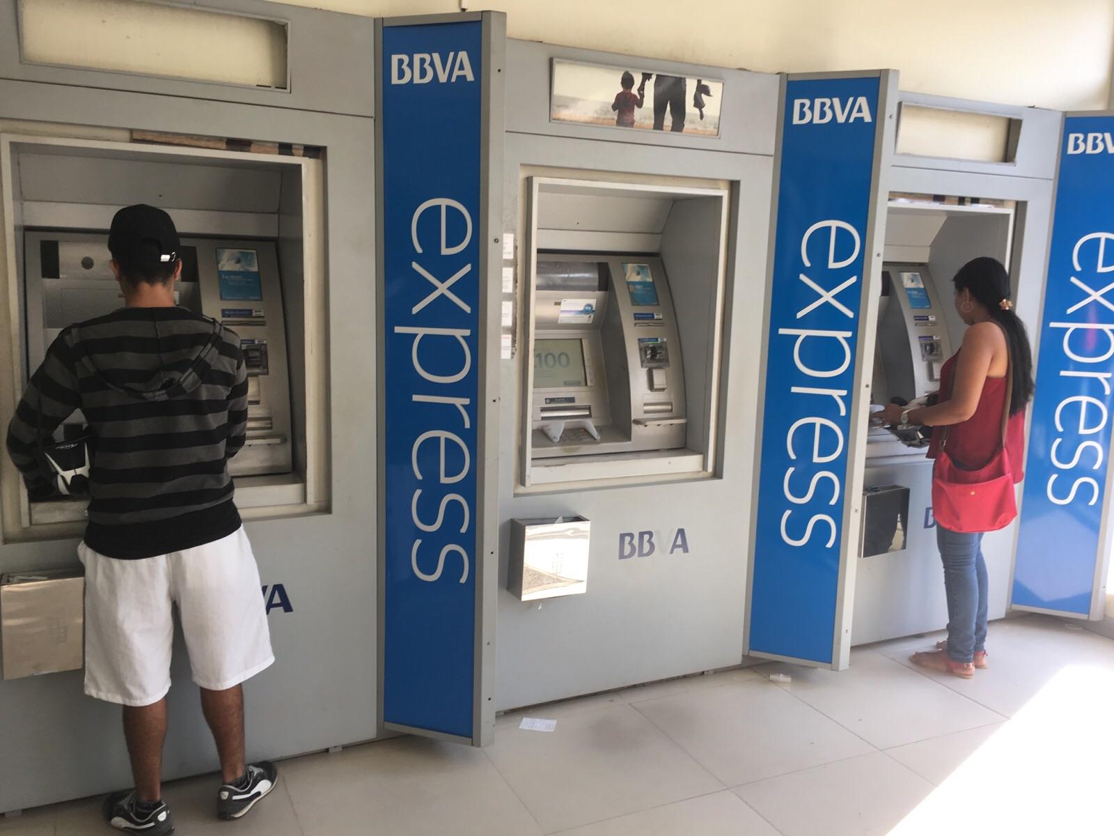 Millonario robo frente al banco BBVA. Ladrones armados interceptaron a pareja y les quitaron 40 millones de pesos