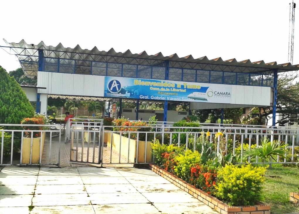Pasajeros cuestionan cierre del aeropuerto de Tame los fines de semana. A raíz del paro del ELN quisieron salir por avión y no pudieron