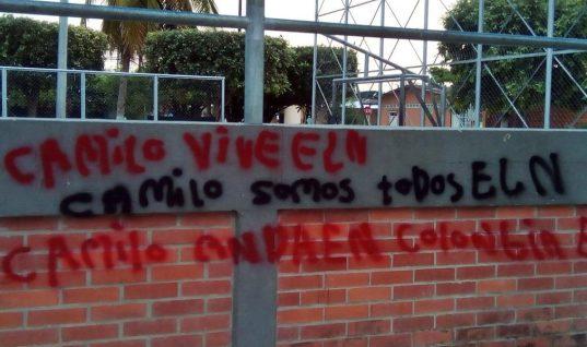 Graffitis y banderas alusivas al Eln amanecieron en el municipio de Arauquita