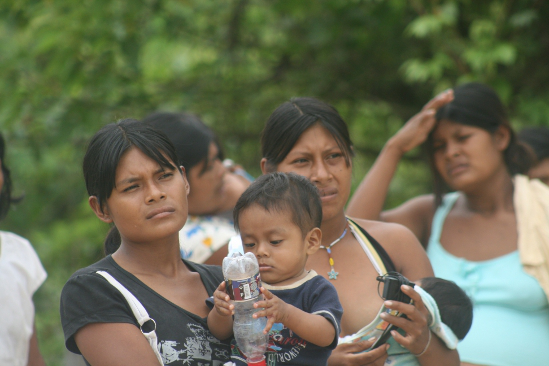 De hambre y sed padecen indígenas de la comunidad El Romano de Arauca. 40 tuvieron que desplazarse de su territorio