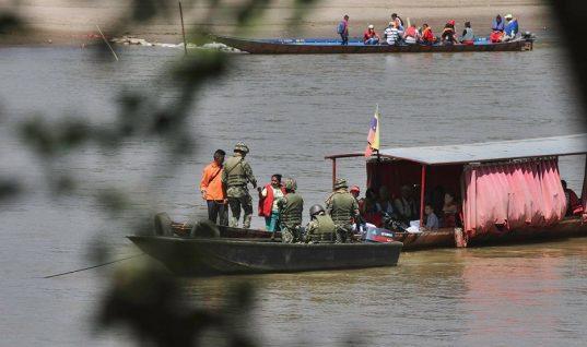 """Defensoría denuncia que Guardia venezolana estaría cobrando """"peajes"""" a canoeros en Arauca"""