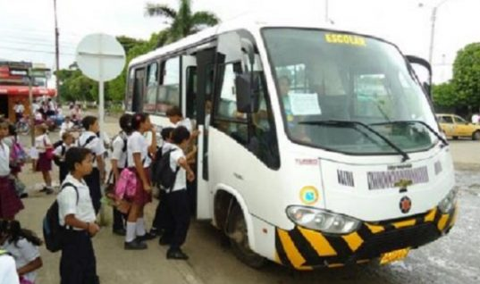 Servicio de transporte escolar quedará desfinanciado este 15 de febrero, advierte Gobierno departamental.