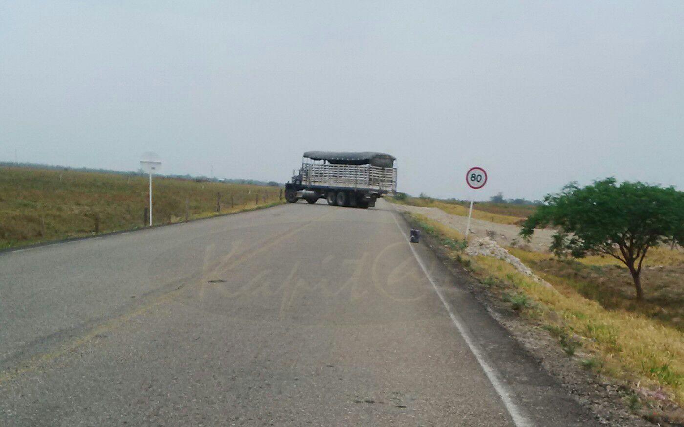 Guerrilla del Eln atraviesa camión en la vía Tame – Fortul