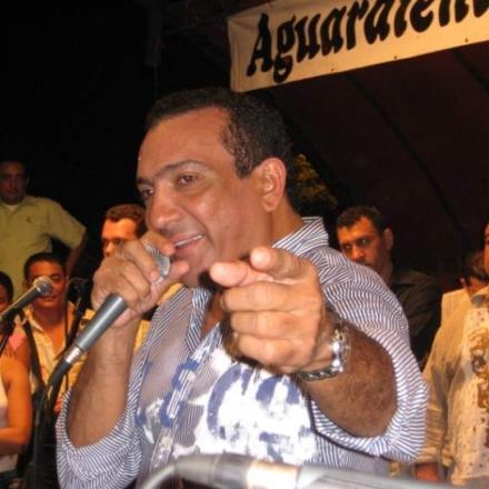 Despues de 3 años Beto zabaleta vuelve a cantar en el parque de la leyenda vallenata Consuelo Araujonoguera.