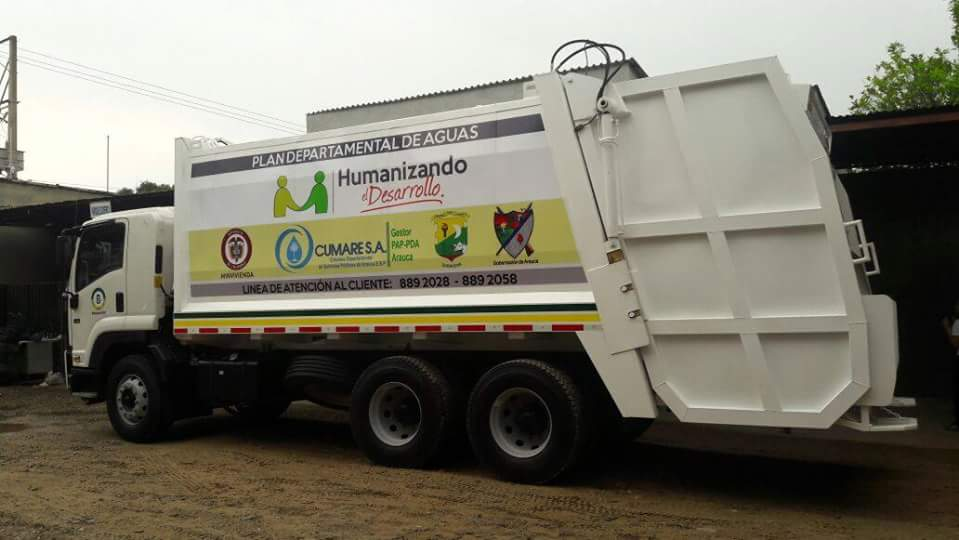 Gobernación y CUMARE, entregaron vehículo compactador de basuras a Saravena