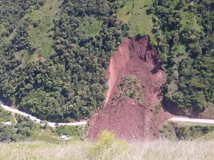Deslizamiento de tierra sepulto camión en la 'trocha' de la Soberanía