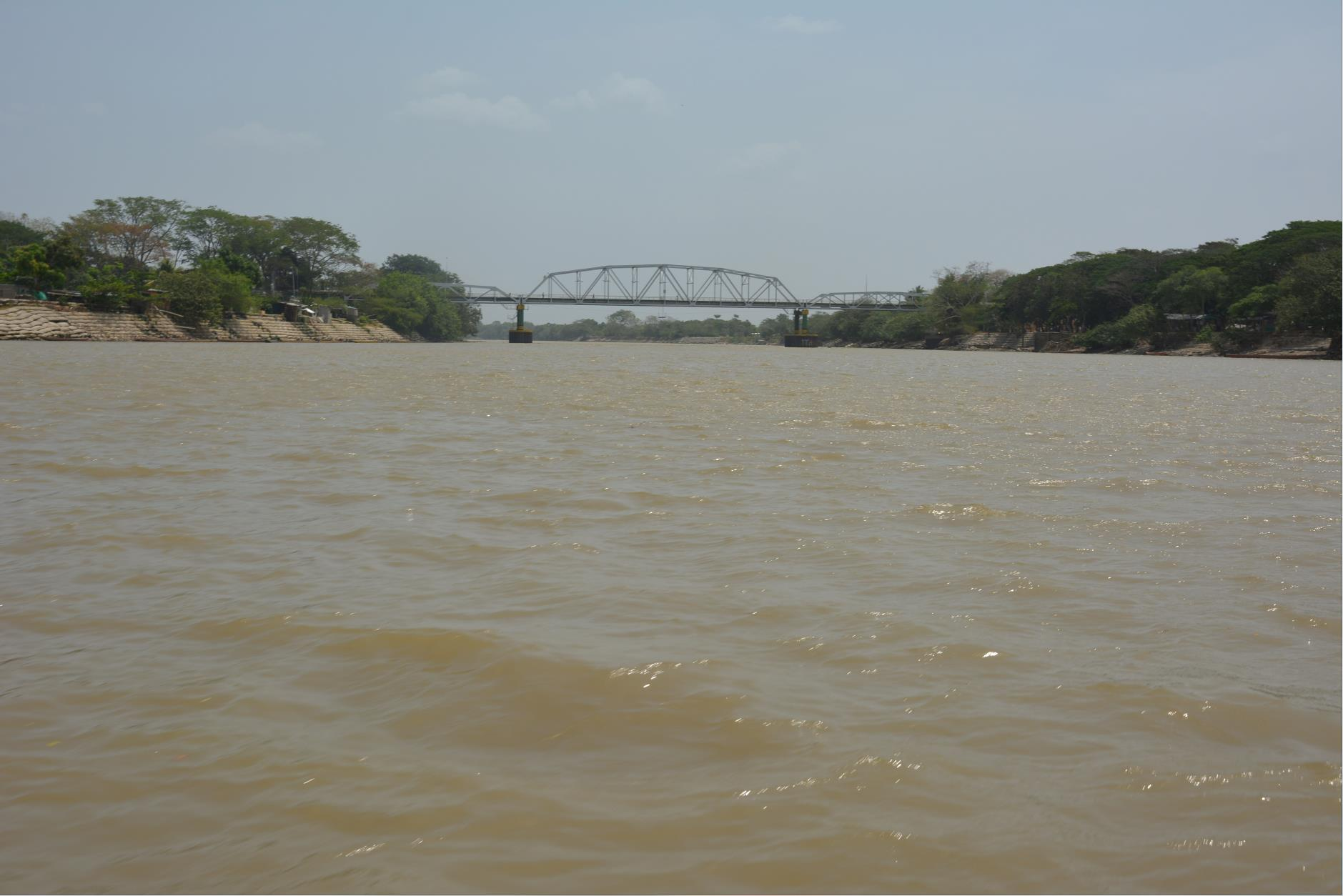 Bomberos de Arauca busca cuerpo de joven de 21 años que al parecer murió por inmersión. Nadaba solo en el sector de Miramar.