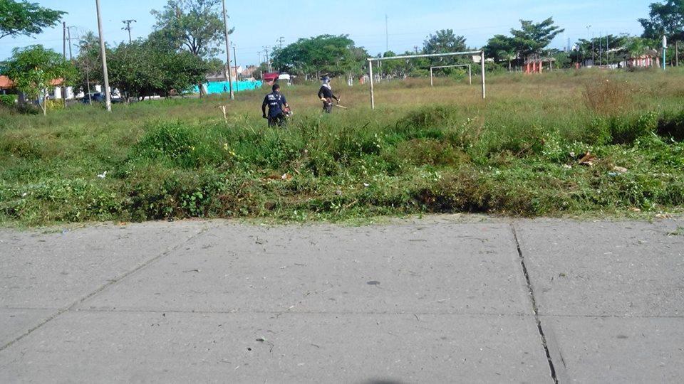 Bomberos de Arauca, siguen realizando labores de ornato en escenarios deportivos