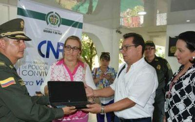 Policía y docentes recuperaron computadores hurtados en el colegio Simón Bolívar. Hay alumnos involucrados. También adultos capturados.