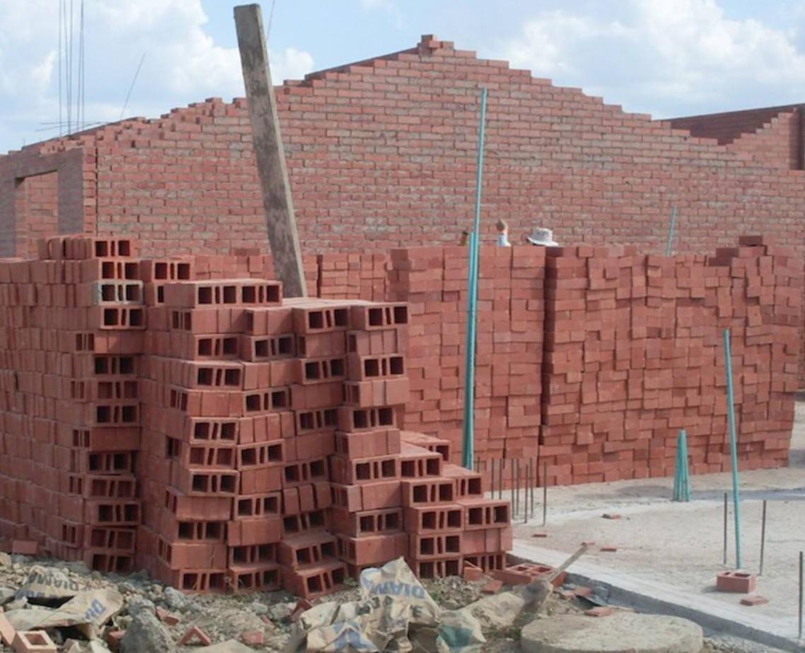 Beneficiarios del proyecto de vivienda de interés social Laureles desesperados por incumplimientos del contratista