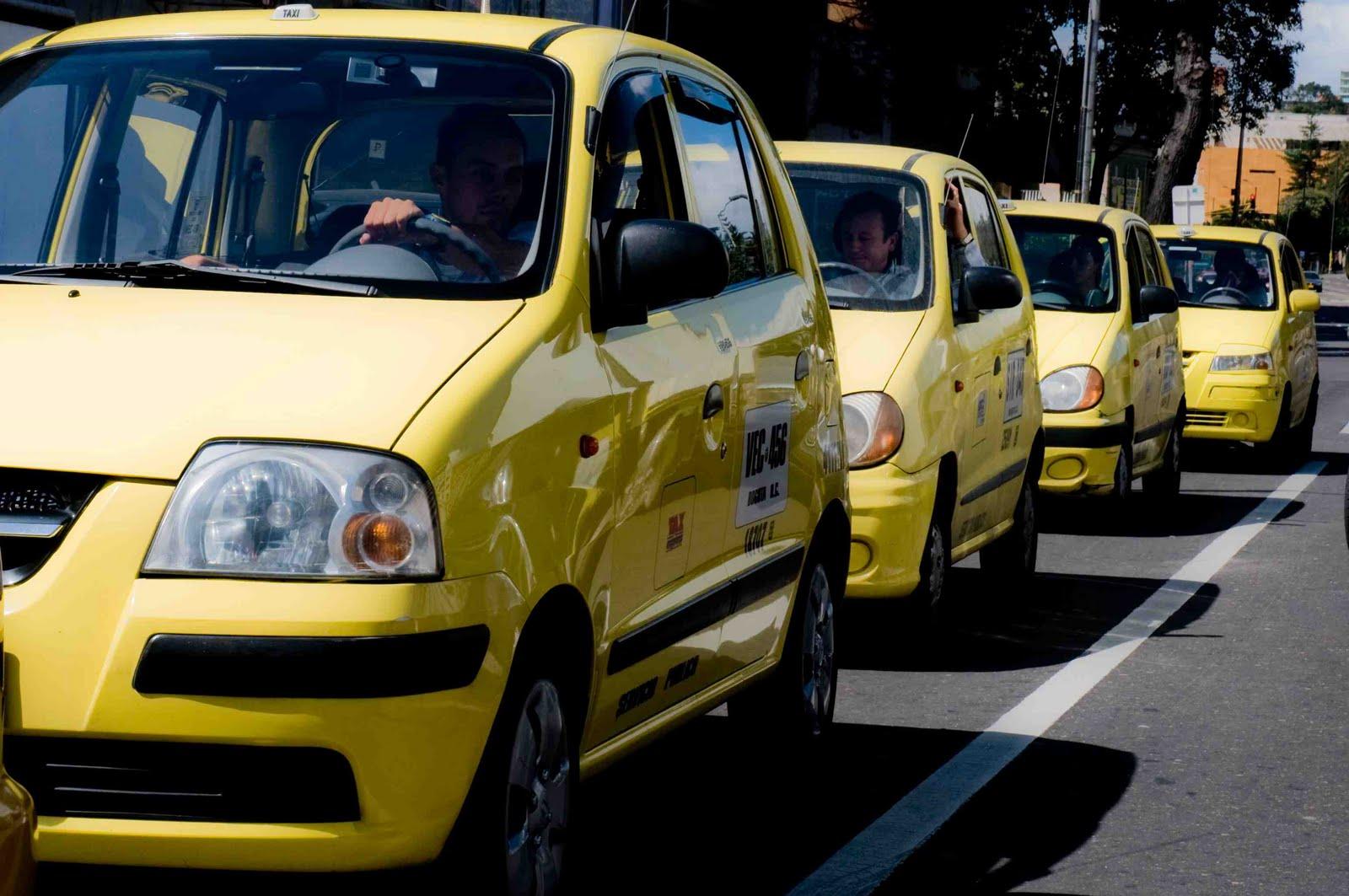 Empresas de taxis deberán replantear disponibilidad de móviles entre las cinco y seis de la mañana.