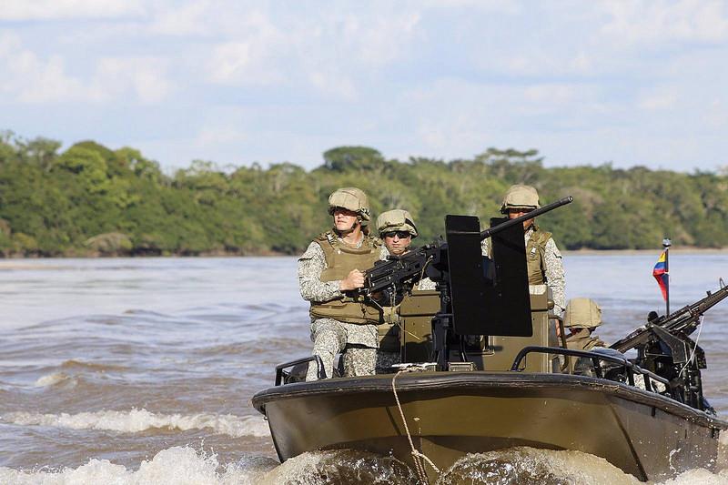 """Infantería de Marina prepara el """"Plan Democracia"""" para garantizar la seguridad e impedir la circulación por el rio Arauca de ciudadanos venezolanos en elecciones."""