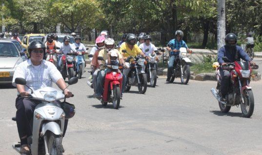 Para exigir derechos debe estar en la legalidad, les dijo Director de Tránsito a mototaxistas.