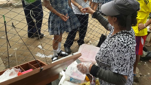 Vendedor ambulantes en colegios