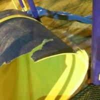 Desadaptados acabaron con juegos del parque de la Unión