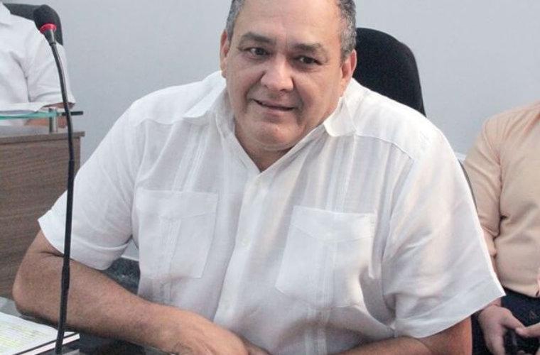 El cambio de posición del Concejal, César Latorre. Ahora está más cerca  a la Administración.