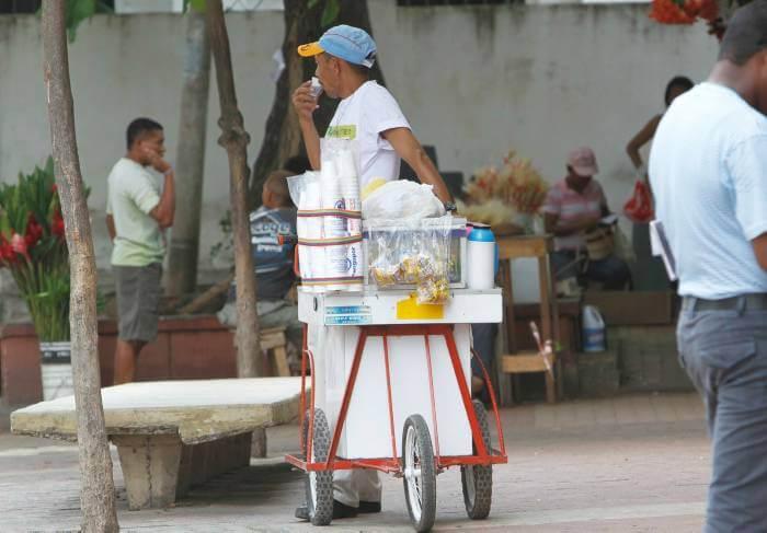 Vendedores ambulantes reclaman empleo para dejar actividad informal. Se quejan por acoso de las autoridades.