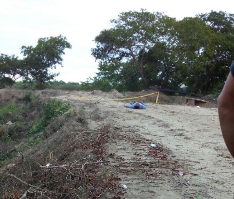 Como Edward Acevedo de 26 años y quien al parecer era consumidor de alucinógenos, fue identificado el hombre que apareció asesinado en inmediaciones de la cancha de los Guires, en el barrio Cabañas del rió en Arauca