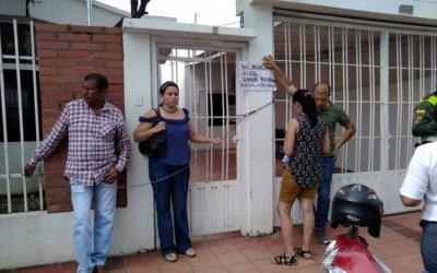 Pacientes que requieren el servicio de diálisis se encadenaron en las instalaciones de MEDIMAS