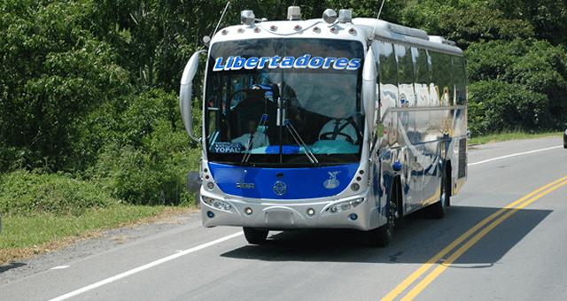 Tres bandidos atracan bus de Libertadores en la vía Tame – Arauca