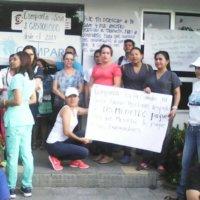Trabajadores de la salud en Arauca protestan ante la sede de la EPS Comparta