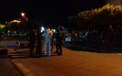 Aparatoso accidente de motociclista deja una persona muerta y otra seriamente herida en Tame