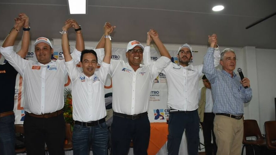 Uribe le pidió a la guerrilla del ELN en Arauca gestos de paz y acabar con ataques a la Fuerza Pública. Además denunció vacunas a agricultores.