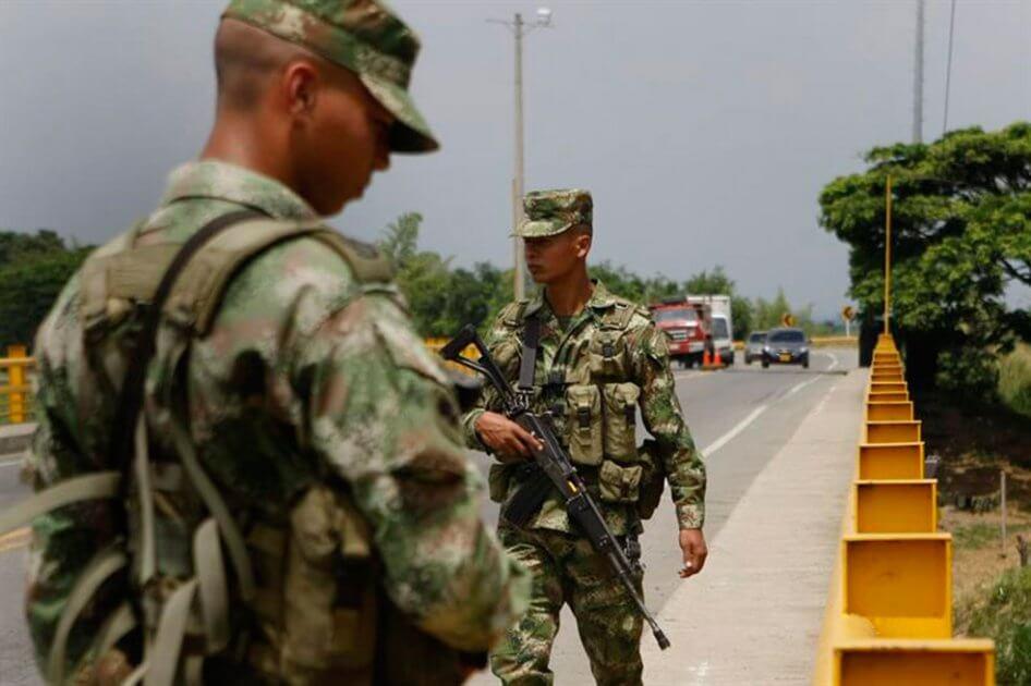 Ejército en Arauca, dijo que folclorista al que le dispararon manejaba borracho e intentó arrollar a soldados.