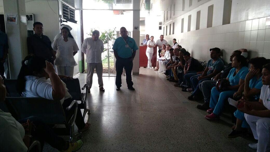 Los trabajadores del hospital San Vicente no dan su brazo a torcer