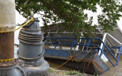 Las barcazas abandonadas se han vuelto cambuches para delincuentes.  Promesa del Alcalde por recuperarlas no se ha cumplido.