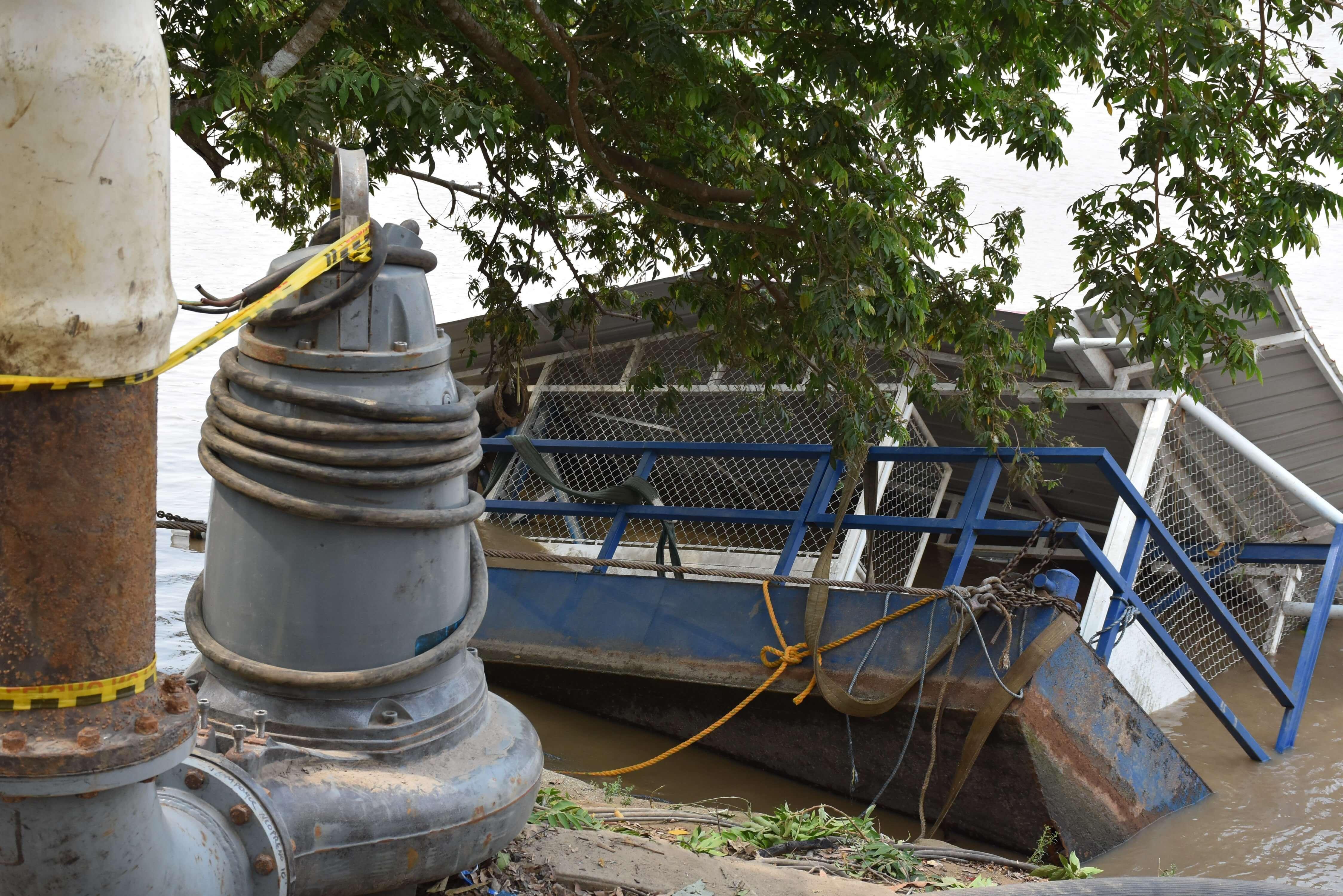 Señalizar la barcaza rescatada pide la comunidad del sector. Algunos en la noche han estado a punto de chocar con la infraestructura.