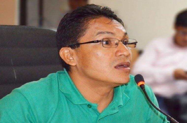 Diputado Tique pesimista por futuro de transporte y alimentación escolar Dijo que por ahora el gobierno no plantea una solución de fondo.