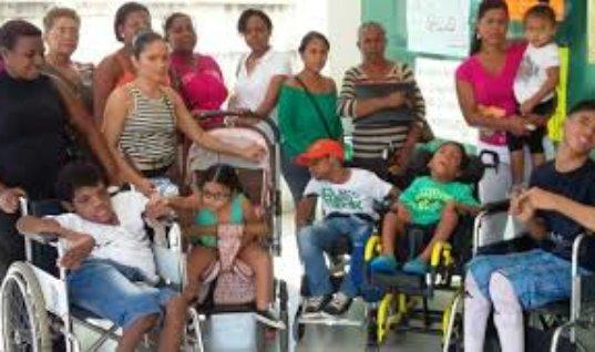 Madres de la Fundación Guardianes de Ángeles con discapacidad de Saravena, piden recursos para adquisición de un terreno.