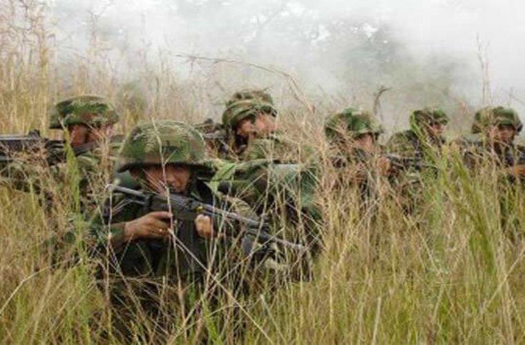 En enfrentamientos entre el Ejército y presuntos insurgentes resultó herido docente.