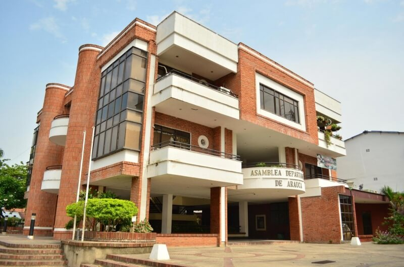 Edificio de la Asamblea se cae a pedazos. Presidente culpa a sus antecesores por falta de gestión para mejorar la estructura