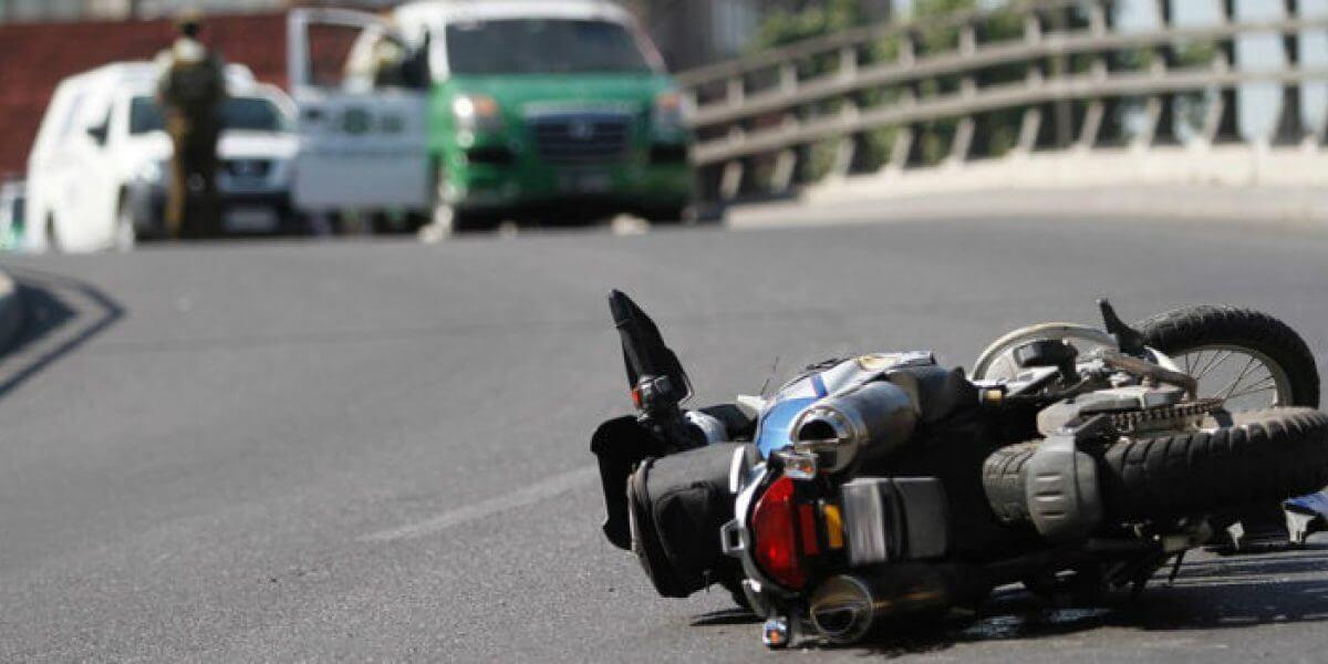Señales ocultas y falta de rejillas en algunas vías provocan accidentes.