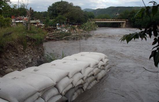 Soluciones de fondo exigen habitantes de Puerto Rondón y no pañitos de agua tibia.