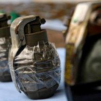 Policía busca a sujeto que en morral llevaba dos granadas de fragmentación.