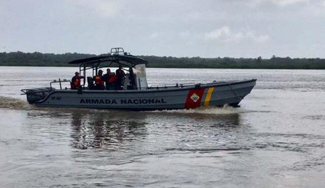 Armada en Arauca rescataron a ciudadano venezolano que naufragaba.