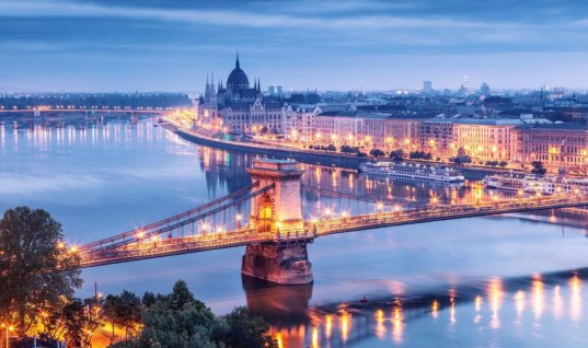 Deportistas que van para Budapest le insisten al Alcalde de Fortul que los apoye.