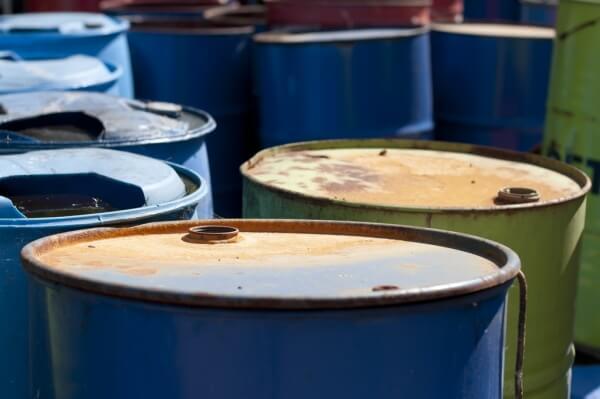 Policía capturó a ciudadano que transportaba nueve canecas de combustible.