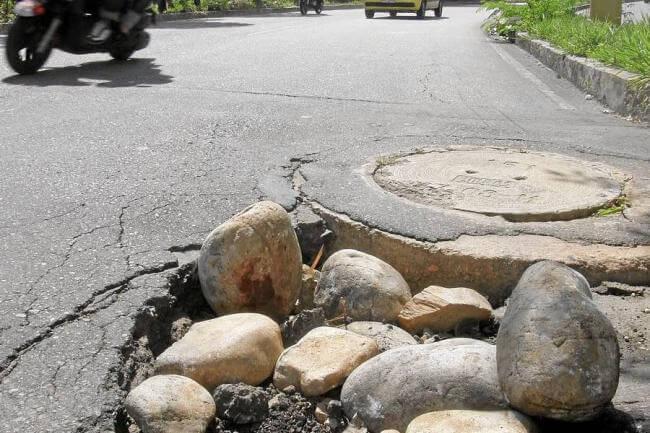 Fugas están poniendo en riesgo las vías pavimentadas en el Municipio.