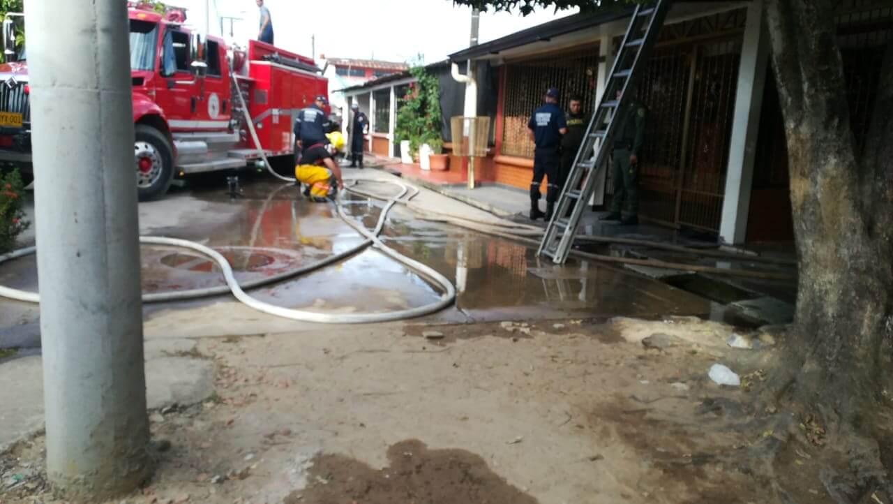 Corto circuito genero incendio en vivienda ubicada en la urbanización Villa María. Cuerpo de Bomberos atendió la emergencia.