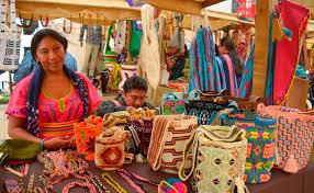 Comunidades indígenas del Departamento participaron en la primera feria de emprendimiento y muestras artesanales.