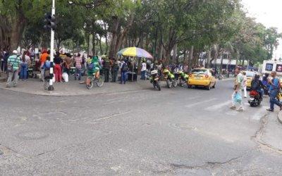 Policía adelanta campaña pedagógica para recuperar el parque central.  Materia fecal y basura abundan en zonas verdes.