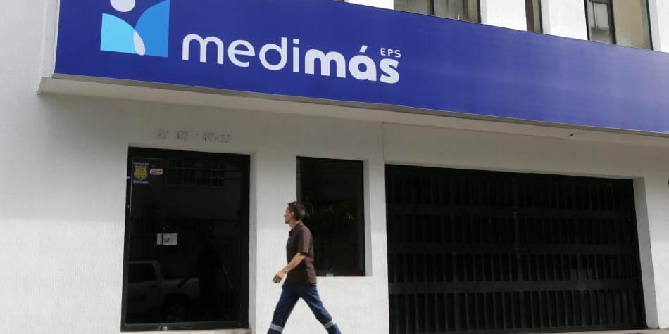 Pacientes renales se encadenan a la EPS MEDIMAS. Les suspendieron subsidio de transporte para ir a Saravena y hacerse diálisis.
