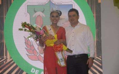 El Departamento eligió su reina que irá al Reinado Nacional del Cacao. La  joven de Arauquita se llevó el cetro y la corona.