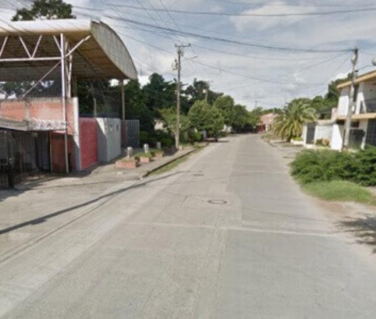 A oscuras permanece calle séptima con novena del barrio San Carlos. Habitantes le piden a ISBA arreglar la red eléctrica.