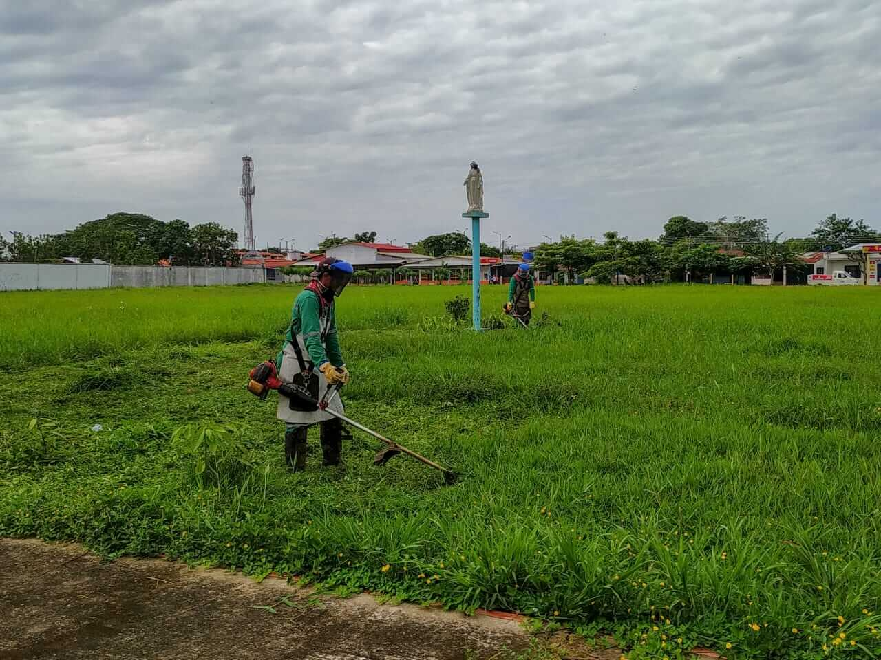 La empresa de aseo de Arauca EMAAR, participó de una jornada de ornato y limpieza del parque de la Juventud en el barrio Meridiano 70.
