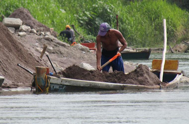 Paleros de Arauca siguen sin poder trabajar. Cuadrantes para extracción de arena aún no han sido definidos. La Personería acompaña proceso.